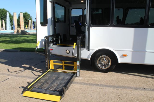 2013 Ford E350 15 Passenger Starcraft Shuttle Bus W/ Wheelchair Lift Irving, Texas 48