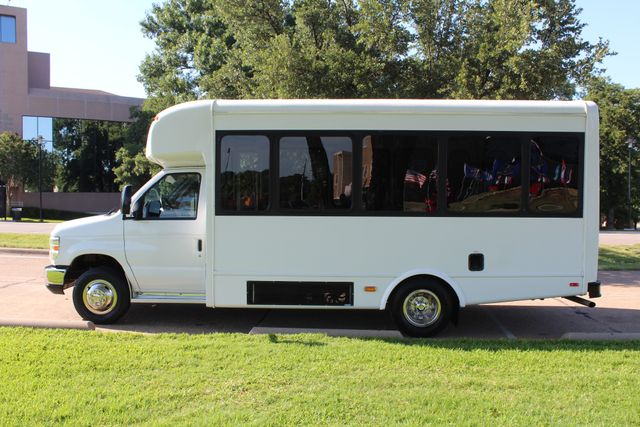 2013 Ford E350 15 Passenger Starcraft Shuttle Bus W/ Wheelchair Lift Irving, Texas 4