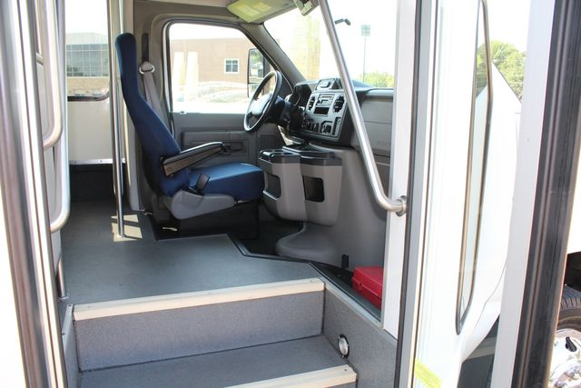 2013 Ford E350 15 Passenger Starcraft Shuttle Bus W/ Wheelchair Lift Irving, Texas 11