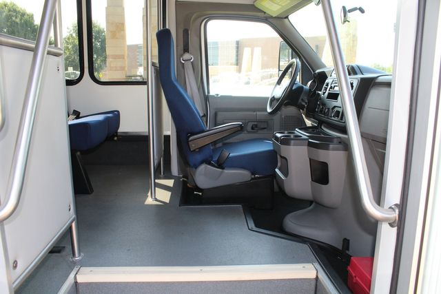 2013 Ford E350 15 Passenger Starcraft Shuttle Bus W/ Wheelchair Lift Irving, Texas 12
