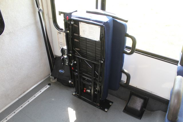 2013 Ford E350 15 Passenger Starcraft Shuttle Bus W/ Wheelchair Lift Irving, Texas 18