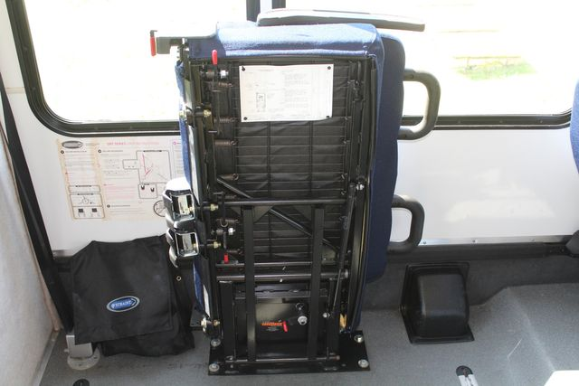 2013 Ford E350 15 Passenger Starcraft Shuttle Bus W/ Wheelchair Lift Irving, Texas 19