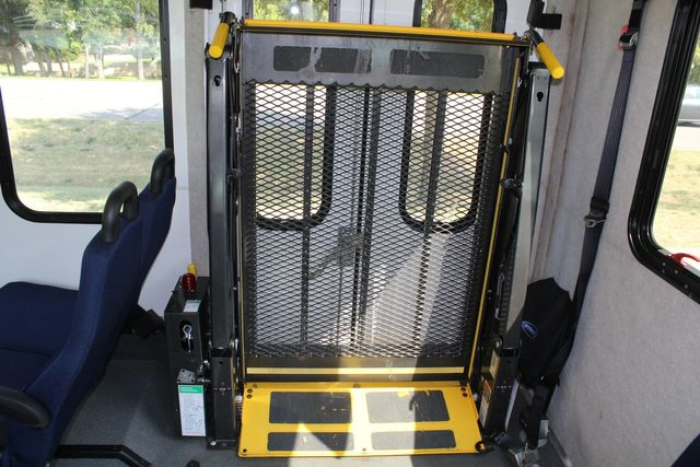 2013 Ford E350 15 Passenger Starcraft Shuttle Bus W/ Wheelchair Lift Irving, Texas 21