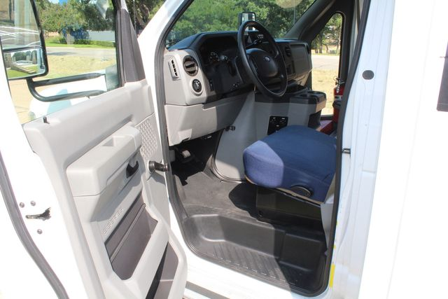 2013 Ford E350 15 Passenger Starcraft Shuttle Bus W/ Wheelchair Lift Irving, Texas 42