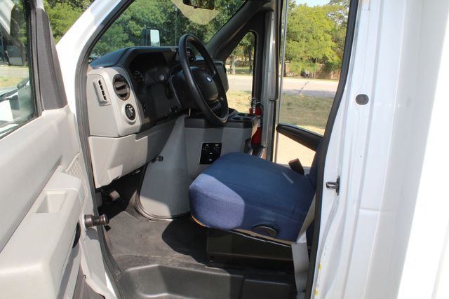 2013 Ford E350 15 Passenger Starcraft Shuttle Bus W/ Wheelchair Lift Irving, Texas 43