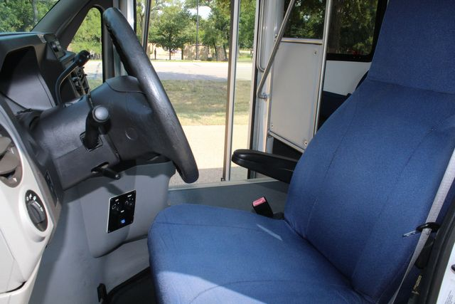 2013 Ford E350 15 Passenger Starcraft Shuttle Bus W/ Wheelchair Lift Irving, Texas 49
