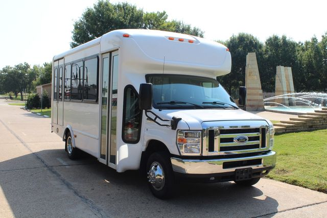 2013 Ford E350 15 Passenger Starcraft Shuttle Bus W/ Wheelchair Lift Irving, Texas 69
