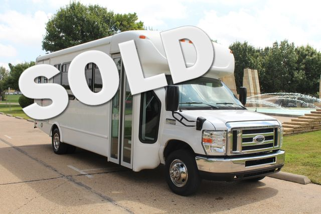 2013 Ford E450 Starcraft 21 Passenger CNG Shuttle Bus W/ Wheelchair Lift Irving, Texas