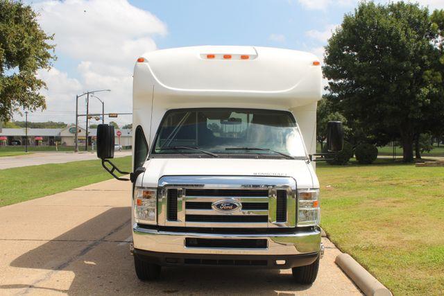 2013 Ford E450 Starcraft 21 Passenger CNG Shuttle Bus W/ Wheelchair Lift Irving, Texas 1