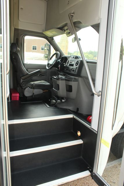 2013 Ford E450 Starcraft 21 Passenger CNG Shuttle Bus W/ Wheelchair Lift Irving, Texas 10