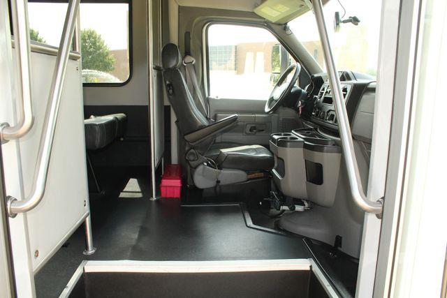 2013 Ford E450 Starcraft 21 Passenger CNG Shuttle Bus W/ Wheelchair Lift Irving, Texas 11