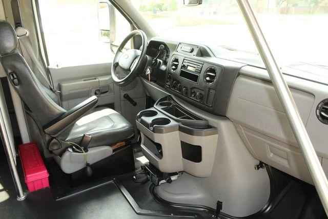 2013 Ford E450 Starcraft 21 Passenger CNG Shuttle Bus W/ Wheelchair Lift Irving, Texas 12