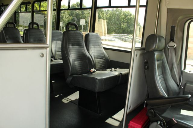 2013 Ford E450 Starcraft 21 Passenger CNG Shuttle Bus W/ Wheelchair Lift Irving, Texas 13