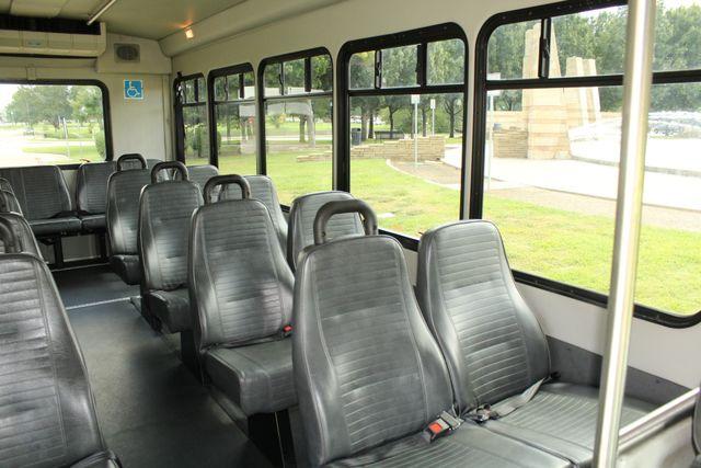2013 Ford E450 Starcraft 21 Passenger CNG Shuttle Bus W/ Wheelchair Lift Irving, Texas 14