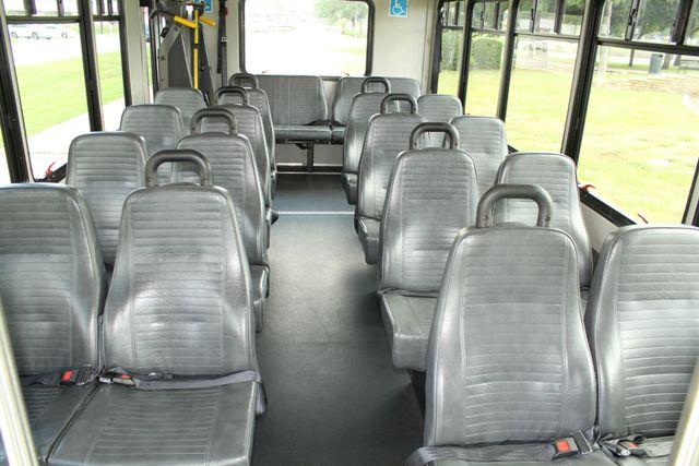 2013 Ford E450 Starcraft 21 Passenger CNG Shuttle Bus W/ Wheelchair Lift Irving, Texas 16