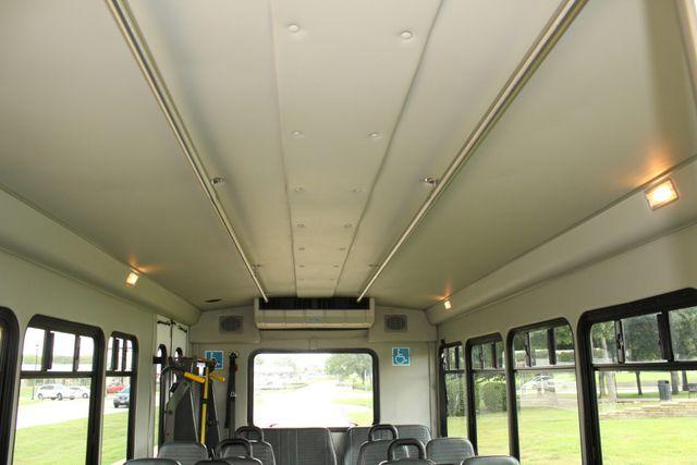 2013 Ford E450 Starcraft 21 Passenger CNG Shuttle Bus W/ Wheelchair Lift Irving, Texas 17
