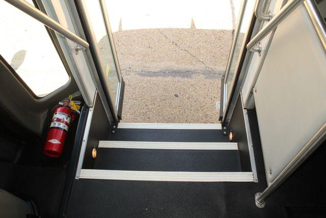 2013 Ford E450 Starcraft 21 Passenger CNG Shuttle Bus W/ Wheelchair Lift Irving, Texas 27