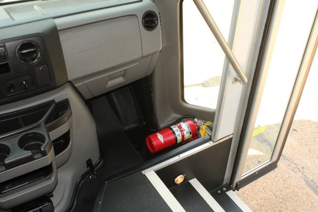 2013 Ford E450 Starcraft 21 Passenger CNG Shuttle Bus W/ Wheelchair Lift Irving, Texas 28