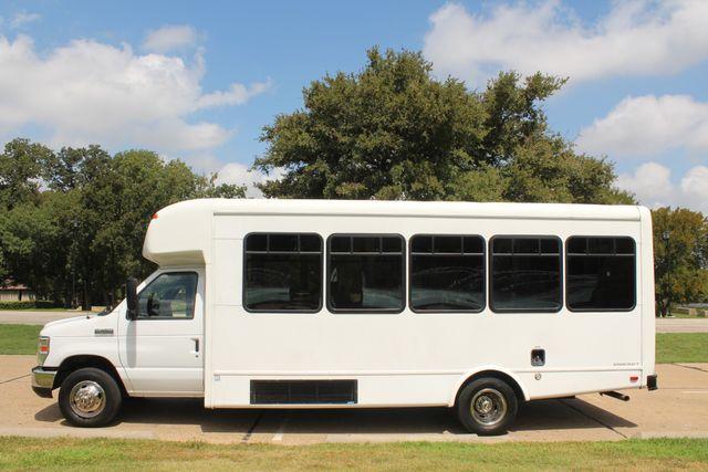 2013 Ford E450 Starcraft 21 Passenger CNG Shuttle Bus W/ Wheelchair Lift Irving, Texas 3