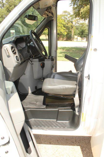 2013 Ford E450 Starcraft 21 Passenger CNG Shuttle Bus W/ Wheelchair Lift Irving, Texas 48