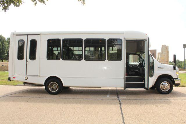 2013 Ford E450 Starcraft 21 Passenger CNG Shuttle Bus W/ Wheelchair Lift Irving, Texas 8