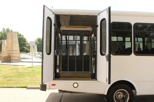 2013 Ford E450 Starcraft 21 Passenger CNG Shuttle Bus W/ Wheelchair Lift Irving, Texas 52