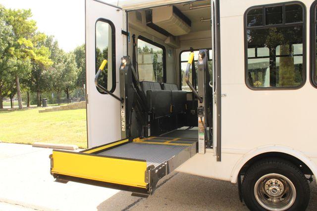 2013 Ford E450 Starcraft 21 Passenger CNG Shuttle Bus W/ Wheelchair Lift Irving, Texas 55