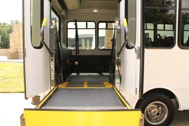 2013 Ford E450 Starcraft 21 Passenger CNG Shuttle Bus W/ Wheelchair Lift Irving, Texas 56