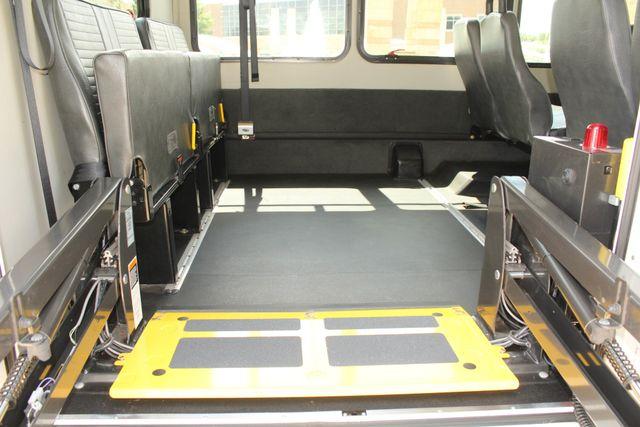 2013 Ford E450 Starcraft 21 Passenger CNG Shuttle Bus W/ Wheelchair Lift Irving, Texas 57