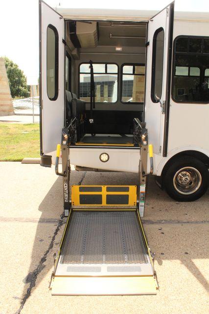 2013 Ford E450 Starcraft 21 Passenger CNG Shuttle Bus W/ Wheelchair Lift Irving, Texas 58