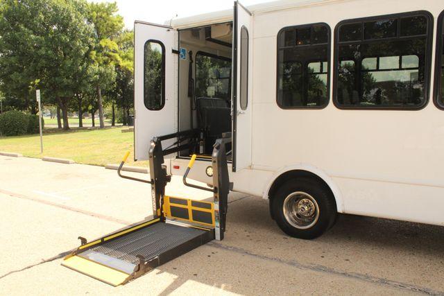 2013 Ford E450 Starcraft 21 Passenger CNG Shuttle Bus W/ Wheelchair Lift Irving, Texas 59