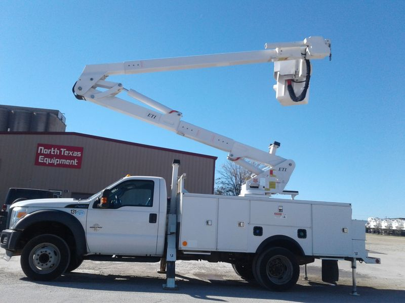 2013 Ford F550 45ft BUCKET TRUCK W MATERIAL HANDLER 4 HYDRAULIC OUTRIGGERS  city TX  North Texas Equipment  in Fort Worth, TX