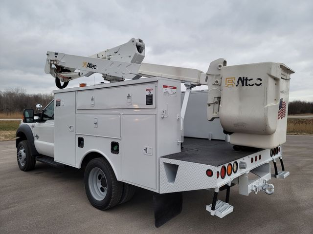 2013 Ford F550 bucket truck Lake In The Hills, IL 4