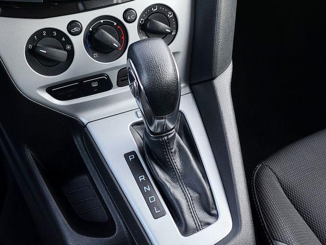 "2013 Ford Focus SE Hatchback w/ SYNC Bluetooth 16"" Alloys in Louisville, TN 37777"