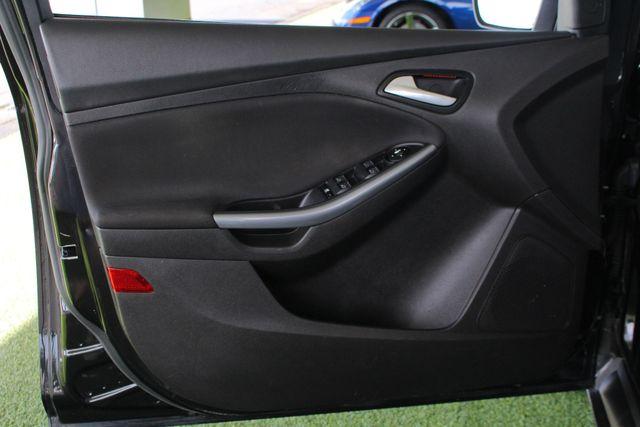 2013 Ford Focus Titanium - NAVIGATION - SUNROOF - HANDLING PKG! Mooresville , NC 39