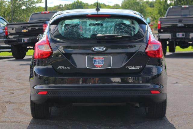 2013 Ford Focus Titanium - NAVIGATION - SUNROOF - HANDLING PKG! Mooresville , NC 18