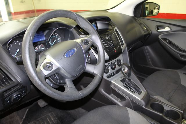2013 Ford Focus Se LOW MILE, WINTER READY. PRICED RIGHT! Saint Louis Park, MN 2
