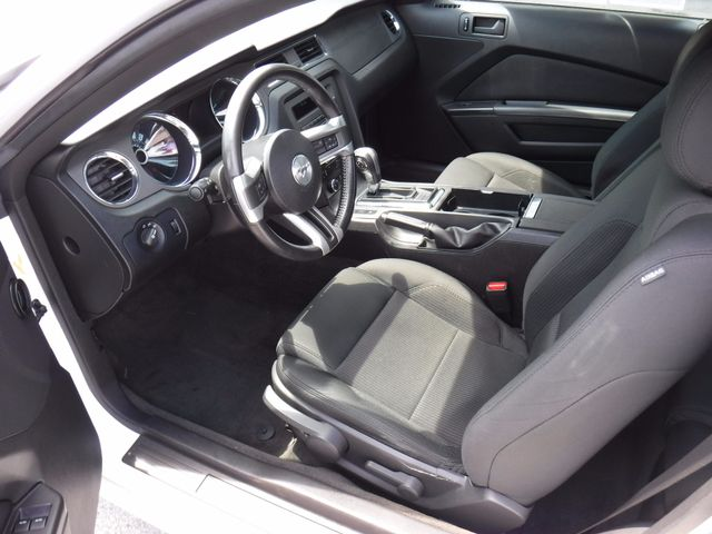 2013 Ford Mustang V6 in Gower Missouri, 64454