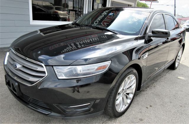 2013 Ford Taurus SEL south houston, TX 1