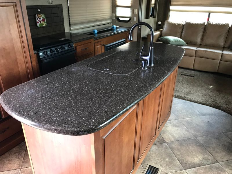2013 Heartland Bighorn 3620 Elite Very Clean  city FL  Manatee RV  in Palmetto, FL