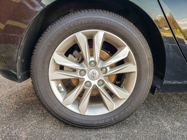2013 Hyundai Elantra GT 6 mo 6000 mile warranty Maple Grove, Minnesota 39