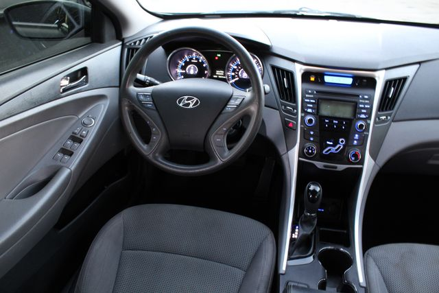2013 Hyundai SONATA GLS 75K MLS AUTOMATIC XLNT CONDITION in Woodland Hills, CA 91367