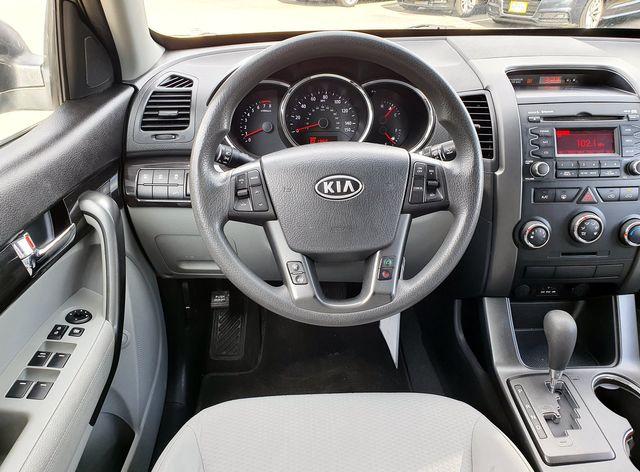 2013 Kia Sorento LX 3.5L V6 w/3RD Rear Seat in Louisville, TN 37777