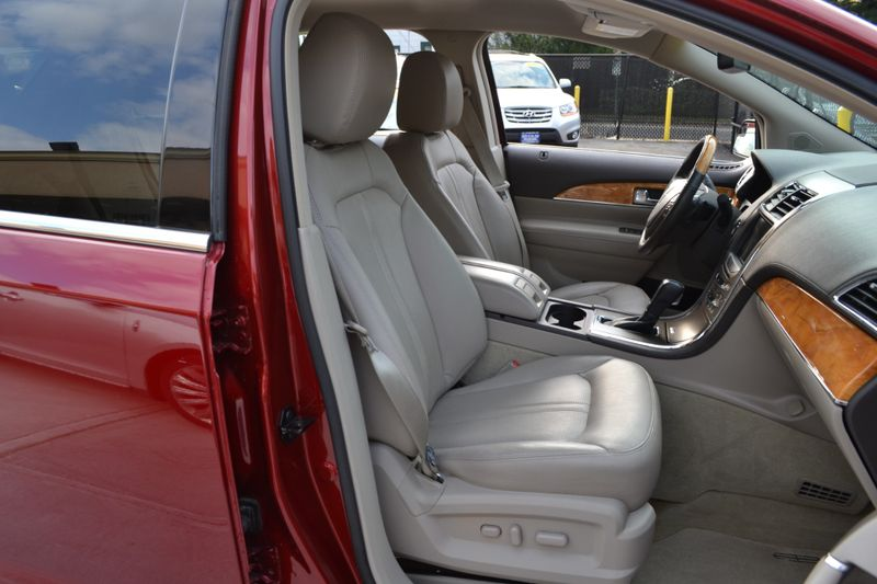 2013 Lincoln MKX   city New  Father  Son Auto Corp   in Lynbrook, New