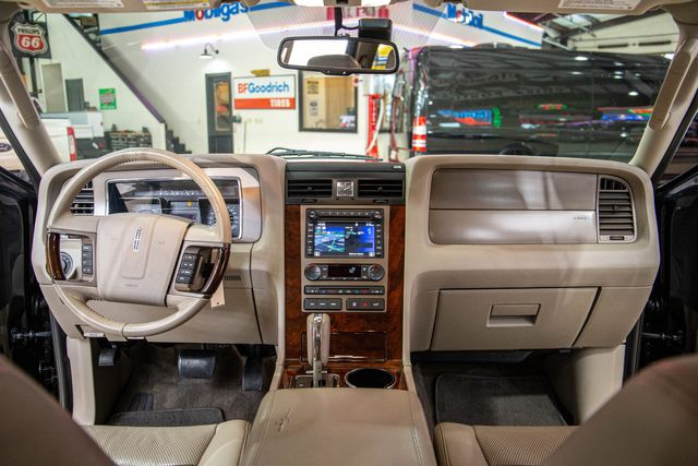 2013 Lincoln Navigator in Addison, Texas 75001