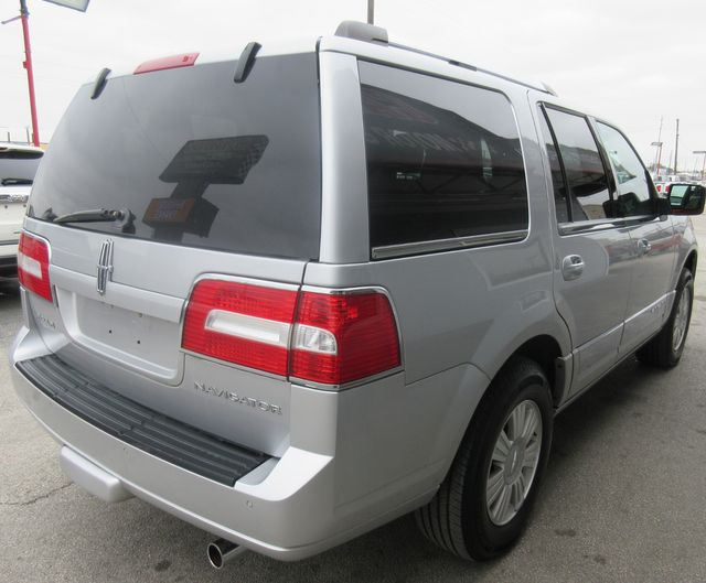 2013 Lincoln Navigator south houston, TX 3
