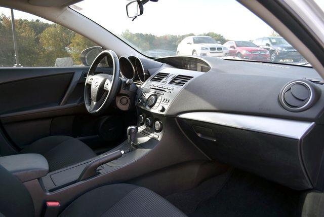 2013 Mazda Mazda3 i Touring Naugatuck, Connecticut 9