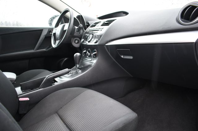 2013 Mazda Mazda3 i SV Naugatuck, Connecticut 10