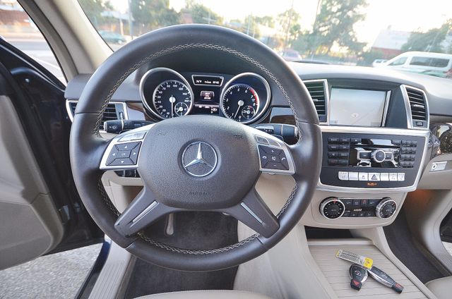 2013 Mercedes-Benz ML 350  AUTO - 33K MILES - NAVI - HTD STS - SUNROOF Reseda, CA 37
