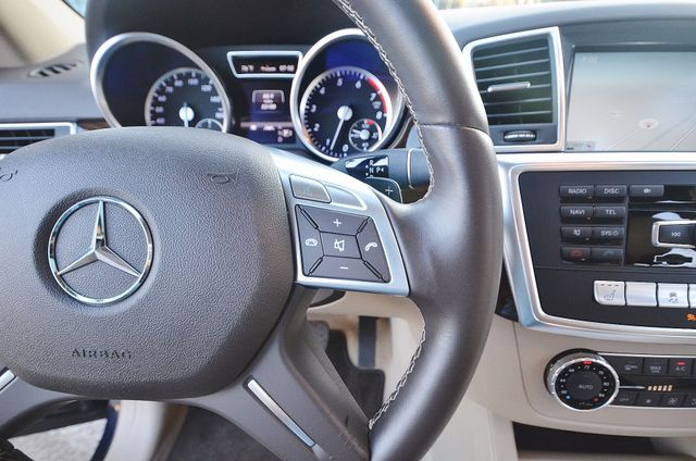 2013 Mercedes-Benz ML 350  AUTO - 33K MILES - NAVI - HTD STS - SUNROOF Reseda, CA 6